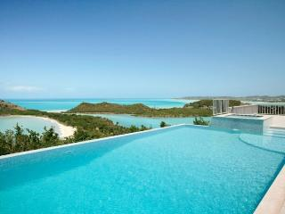 Villa Nicola - Walk to Beach - 5 Bedrooms, Antigua