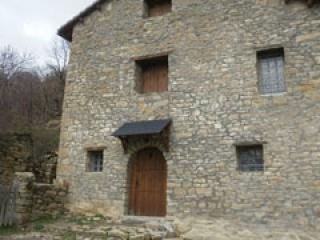 Fachada, desde la terraza accedemos al interior de la casa