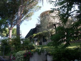 DONY  un gioiello sulla torre della villa, Passignano Sul Trasimeno