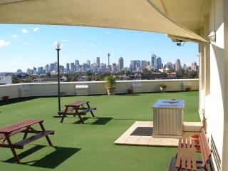 Spacious Executive Apartment Panoramic Rooftop Views