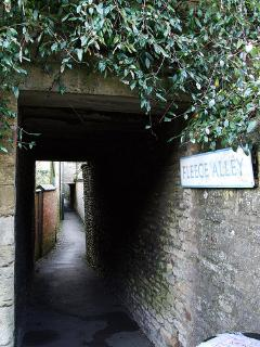 The cottage is located down an original Cotswold Alley
