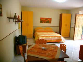 Monolocale Arancio, Naples