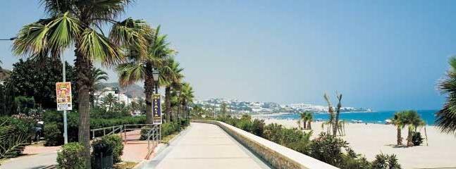 7 km of beach front promanade