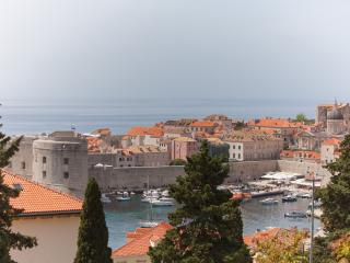 Amazing 3bedroom apt near Old Town!, Dubrovnik