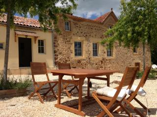 Le Pradier - Traditional Perigord Farmhouse., Belves