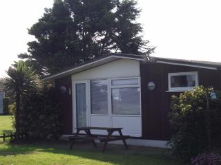 CHALET ON 5* SITE  HOBURNE NAISH  NEW FOREST AREA, Barton-on-Sea