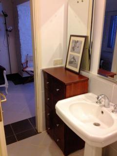 Ground floor bathroom-Salle de bain rez de chaussée