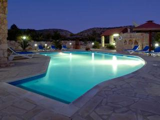 The Retreat, 4 Bedroom Stone Built Villa in Secluded Grounds. Large Pool