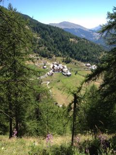 hameau vu du chemin du petit canal