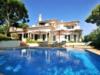 Dunas Private detached Villa,. 4 Bedrooms with heated Private Pool..