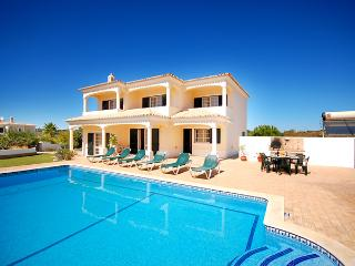 UP TO 40% OFF! MONTE DOS AVÓS, , stunning views, garden, pool, Wi-Fi, AC, Guia