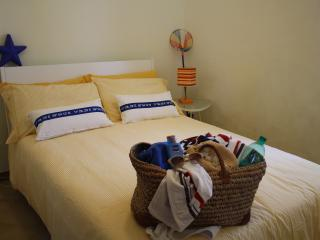 Yellow double bedroom- stanza doppia gialla