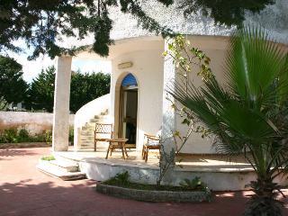 Villa con giardino vicino al mare, Manduria