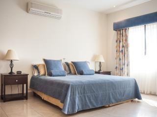 Chambre des maîtres avec lit double