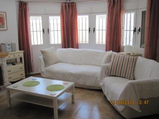 Comfortable Living Room with English TV/ DVD /CD player + WiFi