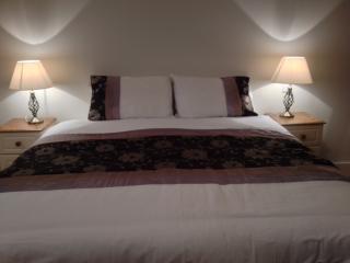 Master bedroom ensuite   superking size bed