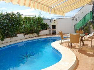 CASA AMEY Apartment (Modern Spacious Ground Floor leading to swimming pool), Viñuela