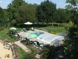 Luxury 3 bedroom, 3 bathroom cottage with pool, Saint-Servant
