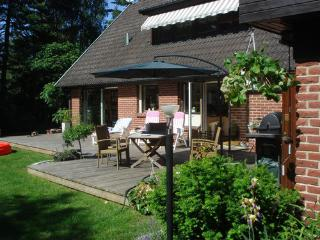 Summer Villa for up to 8, Close to beach., Hollviken