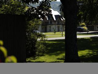 Castle Gardens, modern mews houses sleep 6, Kenmore