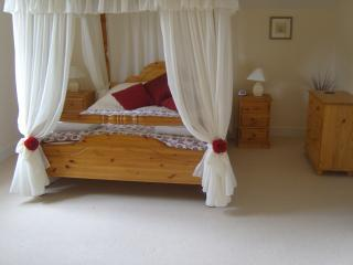 Master bedroom with four poster bed and full en-suite