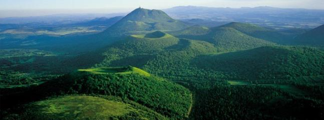 Volcanoes near Clermont-Ferrand (1 hr) - magnificent area in a preserved national park