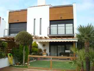 New villa near the beach, Santa Susanna