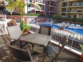 Living Funchal - Shared swimming pool & Gym