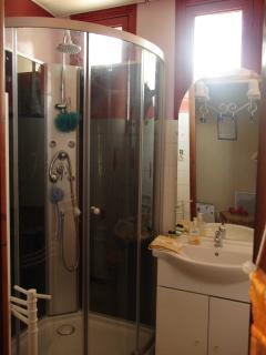 salle de bains/wc - douche avec jets - refaite entièrement