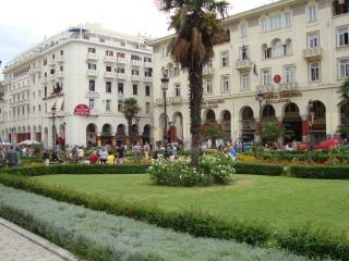Apt right next to Thessaloniki's main Square