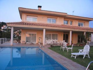 Spacious villa with large pool, Santa Susanna