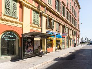 Beautiful 70 sqm! Best location in Nice center.