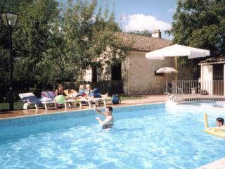 Les Granges (Jonquille) - holiday gites with pool, Sainte Foy-la-Grande