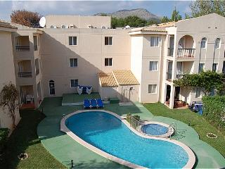 1 Bedroom ground floor apartment with communal pool