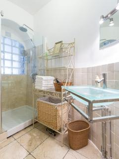 1 Bathroom with shower, hair dryer, basket for towels, dehumidifier