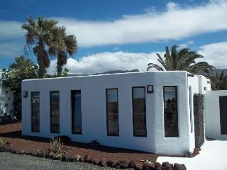 Villa BIRMUNDI in Famara for 4 p, Soo
