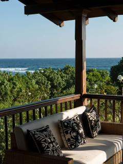 Or just relax on the balcony, lulled by the rythm of the waves