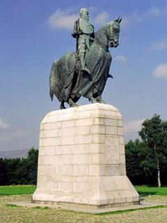 The historic Battle of Bannockburn battleground is within walking distance.