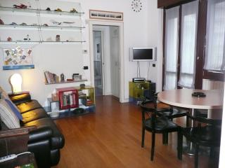 Stylish 2 Rooms Downtown, Milan easy_to_reach, Monza