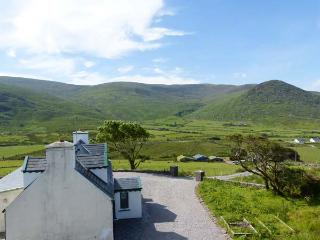 SHANAKNOCK HOUSE, en-suite facilities, multi-fuel stove, garden with furniture, Ref 914749, Waterville