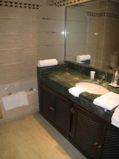 Marble en suite bathroom  -Jacuzzi bath - power shower