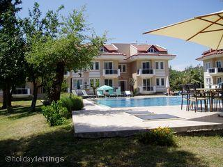 Welcome to  Evergreen A6  Relax with dedicated poolbeds.