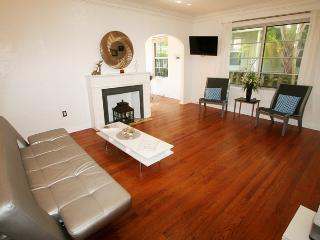 All Nov $750/wk:South Beach,Art Deco district,Pool,10min walk to beach, Miami Beach