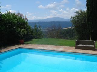 2 Casali con piscina privata nella verde Umbria
