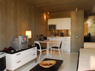 InSuites Oura Beach Apartment