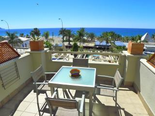 Burriana - Front line to beach - close to restaurants & bars - R924