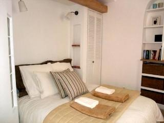 Superb Studio Liberté: beach 10secs, Collioure