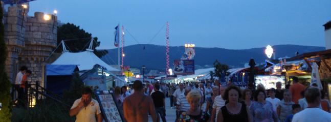Promenade along Sunny Beach - Shopping/Restaurants/Bars/Entertainment