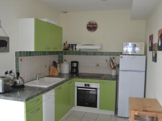Canal View Cottage - open plan well equiped kitchen