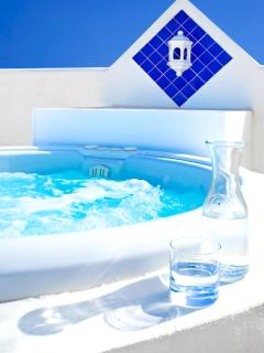 The jacuzzi! Heated all year round to 30ºc. (aprox)